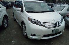 Neat Nigerian used 2011 Toyota Sienna