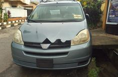 Neat Foreign used Toyota Sienna 2005