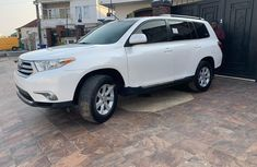 Neat Foreign used 2013 Toyota