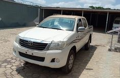 Neat Foreign used Toyota Hilux 2015