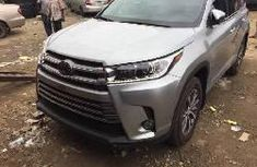 Clean Tokunbo Used Toyota Highlander 2017 Grey/Silver