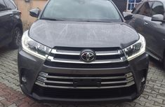 Neat Foreign used Toyota Highlander 2019