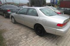 Neat Tokunbo Used Toyota Camry 2000 Grey/Silver