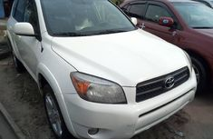 Neat Foreign used Toyota RAV4 2007