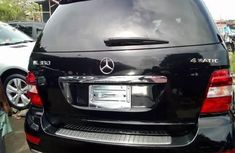 Neat Foreign used Mercedes-Benz ML350 2010