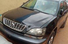 Neat Nigerian used Lexus RX 2000