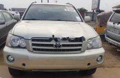 Neat Tokunbo Toyota Highlander 2003 Gold