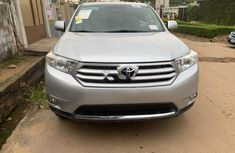 Neat Foreign used Toyota Highlander 2013
