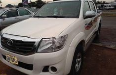 Clean Nigerian Used Toyota Hilux Automatic 2014 White