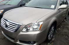 Clean Foreign Used Toyota Avalon 2007 Gold