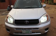 Well Maintained Nigerian used Toyota RAV4 2005 Model