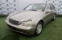 Very Clean Nigerian used 2004 Mercedes-Benz C200