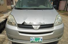 Properly maintained Nigerian used Toyota Sienna 2004