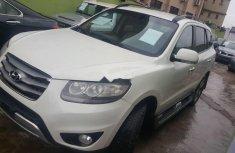 Neat Nigerian used Hyundai Santa Fe 2012