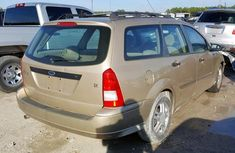 Gold Foreign Used Ford Focus SE 2001 Model for Sale