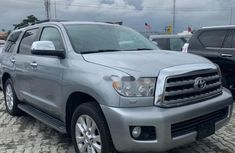 2012 Toyota Sequoia Automatic transmission well maintained