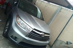 Very Clean Nigerian used 2016 Toyota Highlander