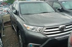 Grey Foreign used 2013 Toyota Highlander for sale in Lagos