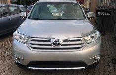 Neat Nigerian used Toyota Highlander 2011