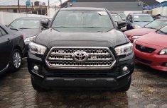 Neat Foreign used Toyota Tacoma 2017