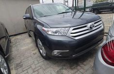 Neat Foreign used Toyota Highlander 2010