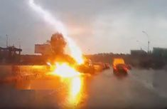 Lightning strikes car twice in Russia, caught by dash cam