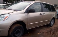 Gold Foreign Used 2005 Toyota Sienna for Sale in Lagos