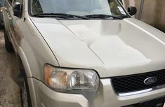 Neat Foreign used Ford Escape 2003