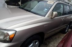 Neat Foreign used 2004 Toyota Highlander