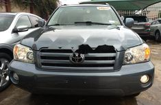 Neat Foreign used 2005 Toyota Highlander
