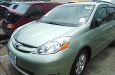 Tokunbo Toyota Sienna 2008 Model Green