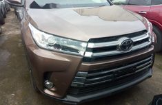 Clean Foreign used Toyota Highlander 2017