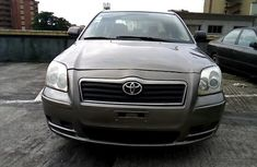 Tokunbo Toyota Avensis 2005 Model Grey