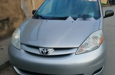 Neat Foreign used Toyota Sienna 2009