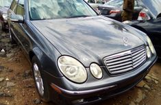Mercedes Benz E350 Tokunbo 2006 Model Blue