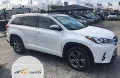 Neat Foreign used Toyota Highlander 2017 White