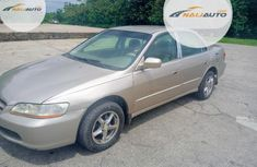 Neat Nigerian used Honda Accord Coupe 2000 Gold