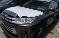 Super Clean Foreign used 2018 Toyota Highlander