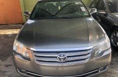 Toyota Avalon 2005 Model Tokunbo Gray Sedan in Lagos
