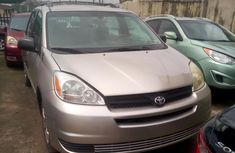 Used Toyota Sienna for Sale in Nigeria 2005 Foreign Gold