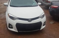 Used Toyota Corolla Foreign Used SE 2015 Model White