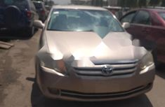 Very Clean Foreign used Toyota Avalon 2005