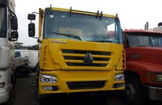 Foreign Used Sinotruk Tipper Truck 2005 Model Yellow