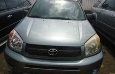 Toyota RAV4 2004 Model Tokunbo Gray SUV for Sale
