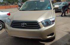 Toyota Highlander SUV 2009 Model Tokunbo Gold Jeep