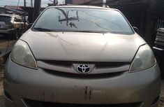 Foreign Used Toyota Seinna 2008 Model Gold