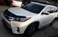 Neat Foreign used Toyota Highlander 2018