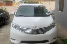 Neat Foreign used 2014 Toyota Sienna