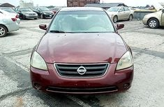 Neat Nigerian used Nissan Altima 2004