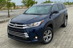 Neat Foreign used 2018 Toyota Highlander
